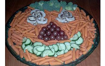 happy-halloween-vegetable-tray